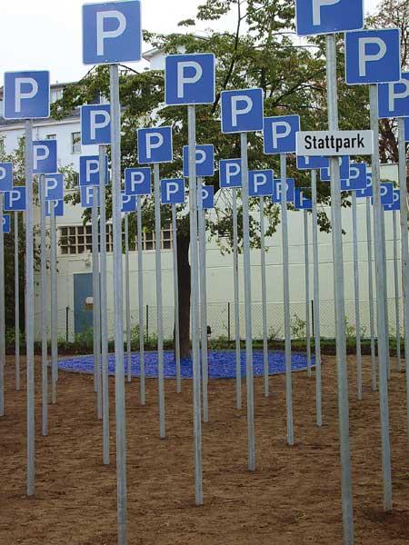 """""""Stattpark"""", Installation zum Projekt """"Stadthalten"""" Lindenauer Markt, Leipzig 2002"""